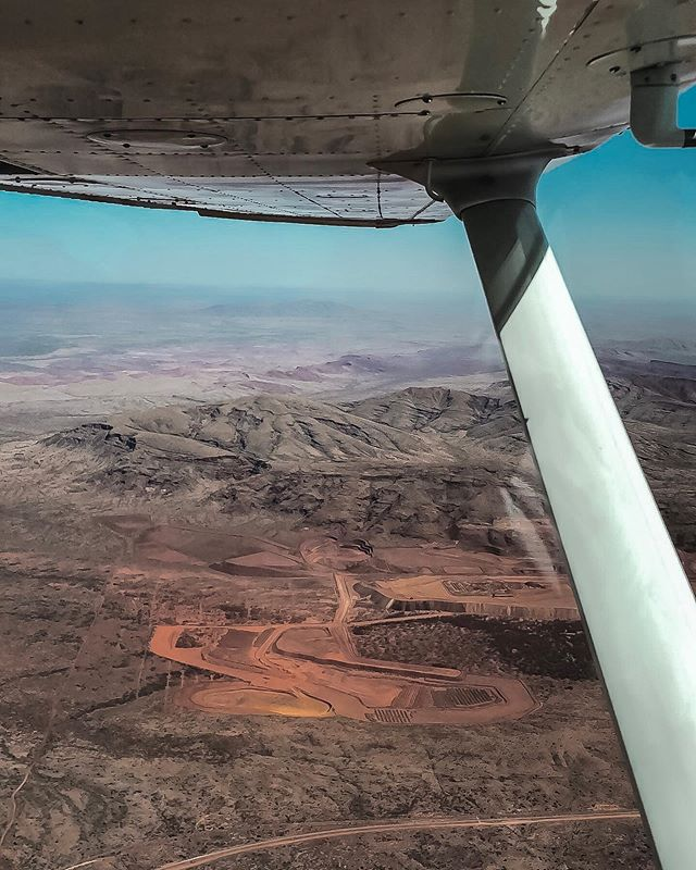 A change of scenery for one of our base pilots, Sam, during last week's charter flight from Exmouth to Karijini 🏜🛩 Contact us with your charter request today! 😁