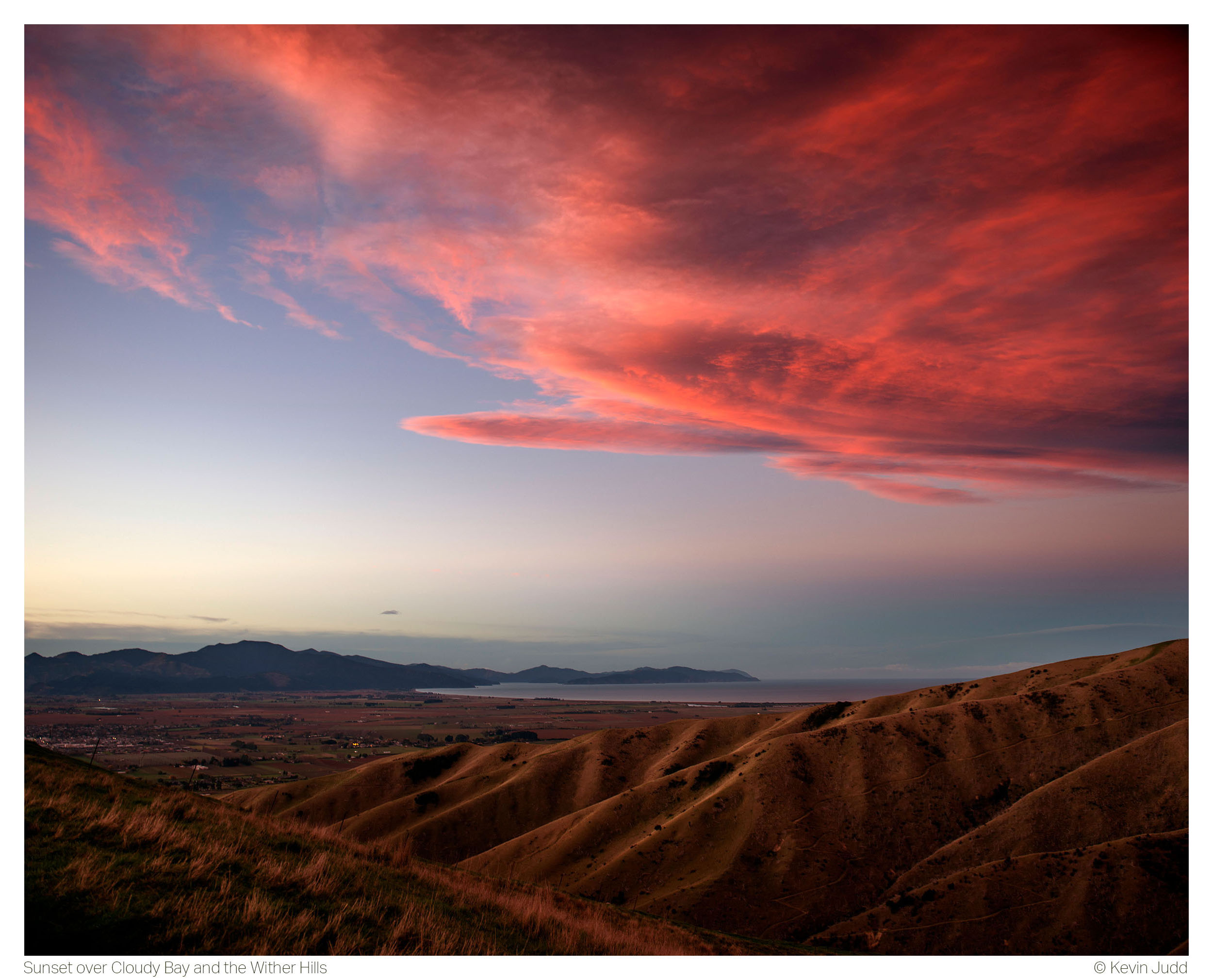 Sunset over Cloudy Bay and the Wither Hills 2.5K.jpg