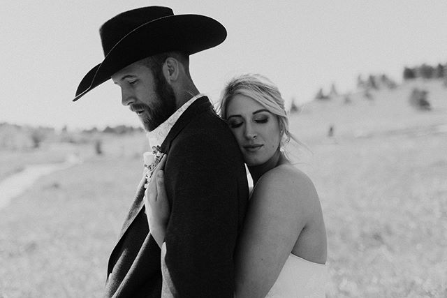 These two flew up from Texas to elope in the mountains of Colorado and now I want a cowboy hat! 🤠 ceremony by @simplyeloped photo by me/@elizaniforatosphoto