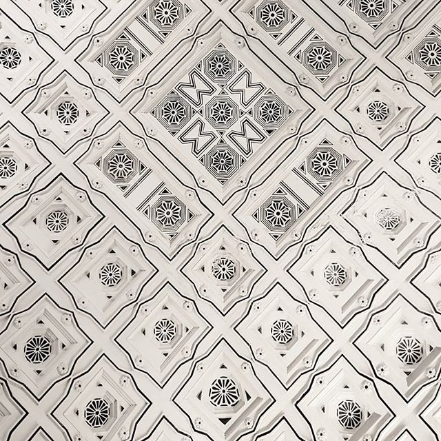 #ceilingdesign #ceilingporn #lookingup_architecture #archilovers #sevillecathedral #cathedralgram #spainlovers #spanisharchitecture #ceilingfan