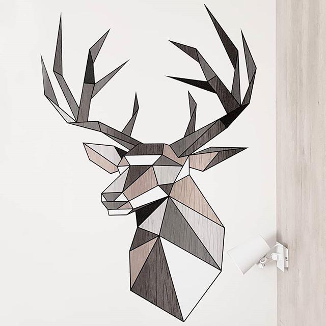 🦌👌 #deer #geometricdesign #designinspiration #designgraphic #roomdecoration #graphicdesign #instaorigami #designboom #origamiart #origamilover #decorationmurale #interiordesign #decorationideas #geometricdrawing #origami #geometricwall #designlovers
