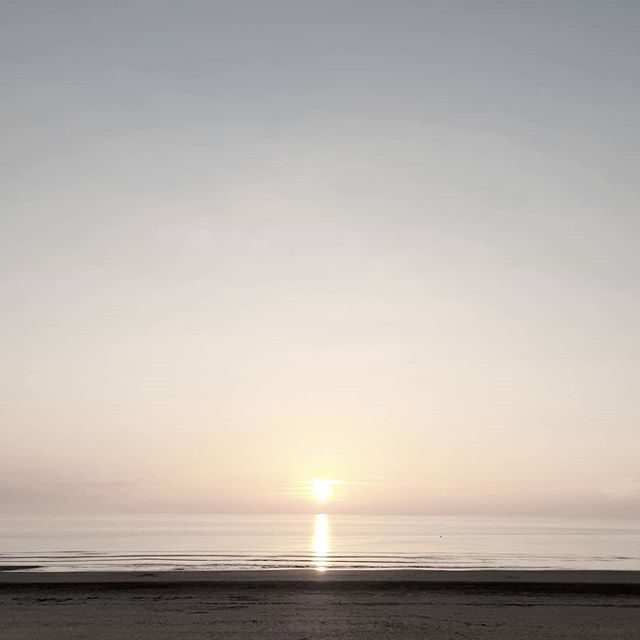 🌅 #letouquet #sunset 😍 . . . #sun #sunset_ig #sunset_pics #instabeach #sky #sea #beach #instasky #sunset_madness #sunset_hunter #horizon #calm #sunsetlovers