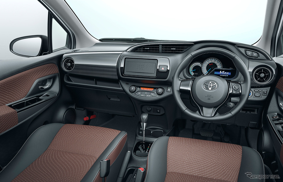 2017-Toyota-Vitz-Toyota-Yaris-base-interior-Japan.jpg