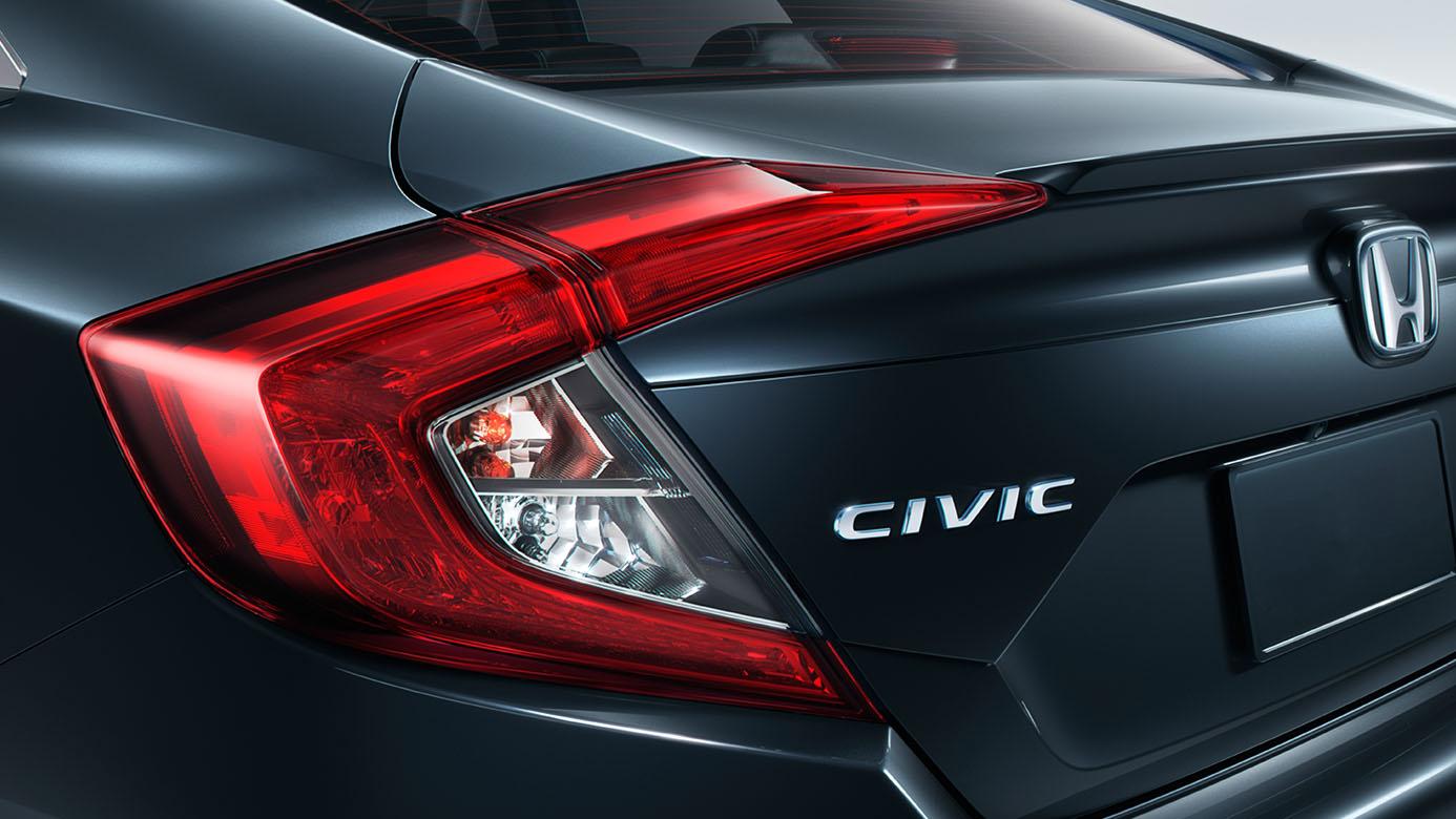 2018-honda-civic-sedan-badge-detail.jpg