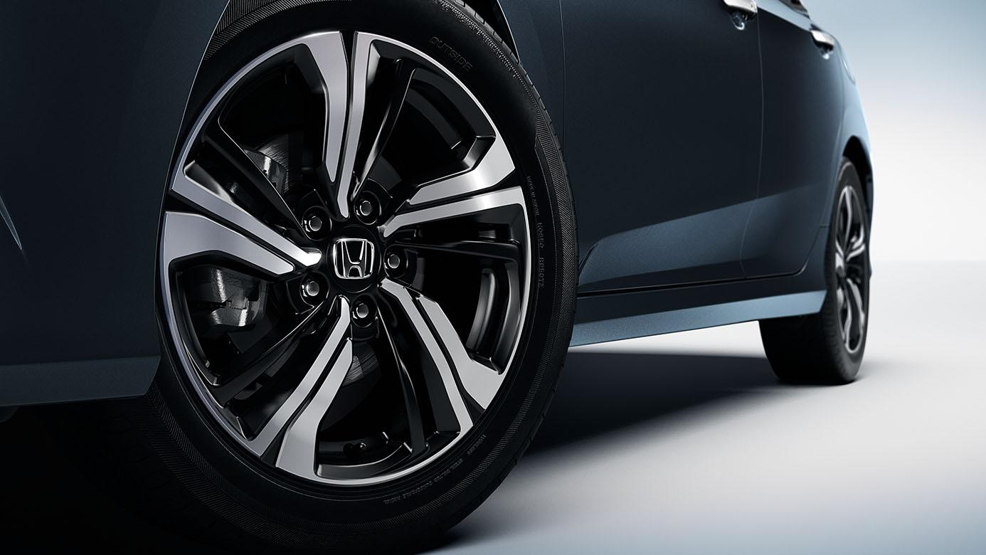 2018-honda-civic-sedan-wheels.jpg