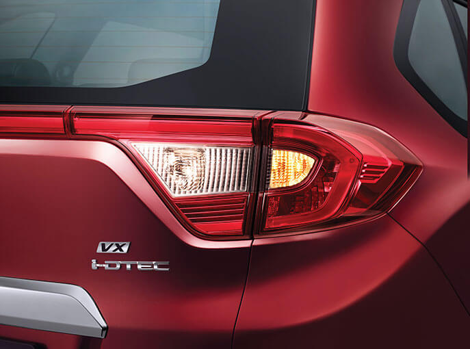 Sporty Rear Combination with LED Light Guide