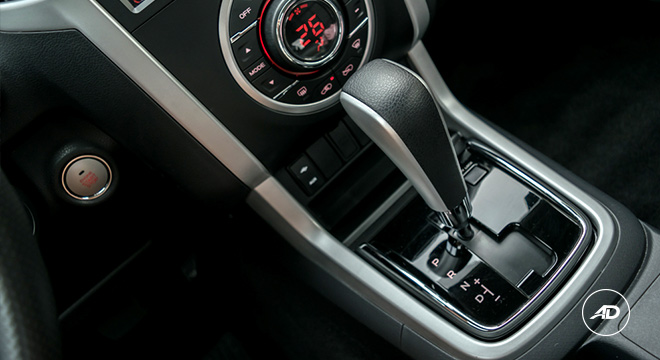 isuzu-mu-x-2018-gear-shift-5aae100f58f17.jpg