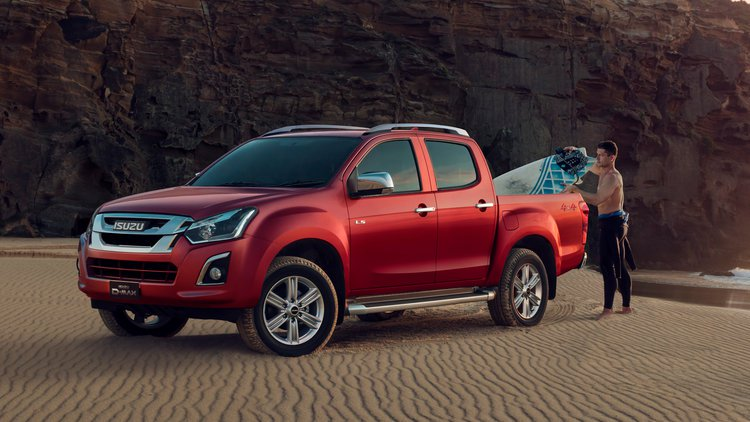18MY-D-MAX-Rocky-Surfing-4x4-D-MAX-LS-T-Magnetic-Red.jpg