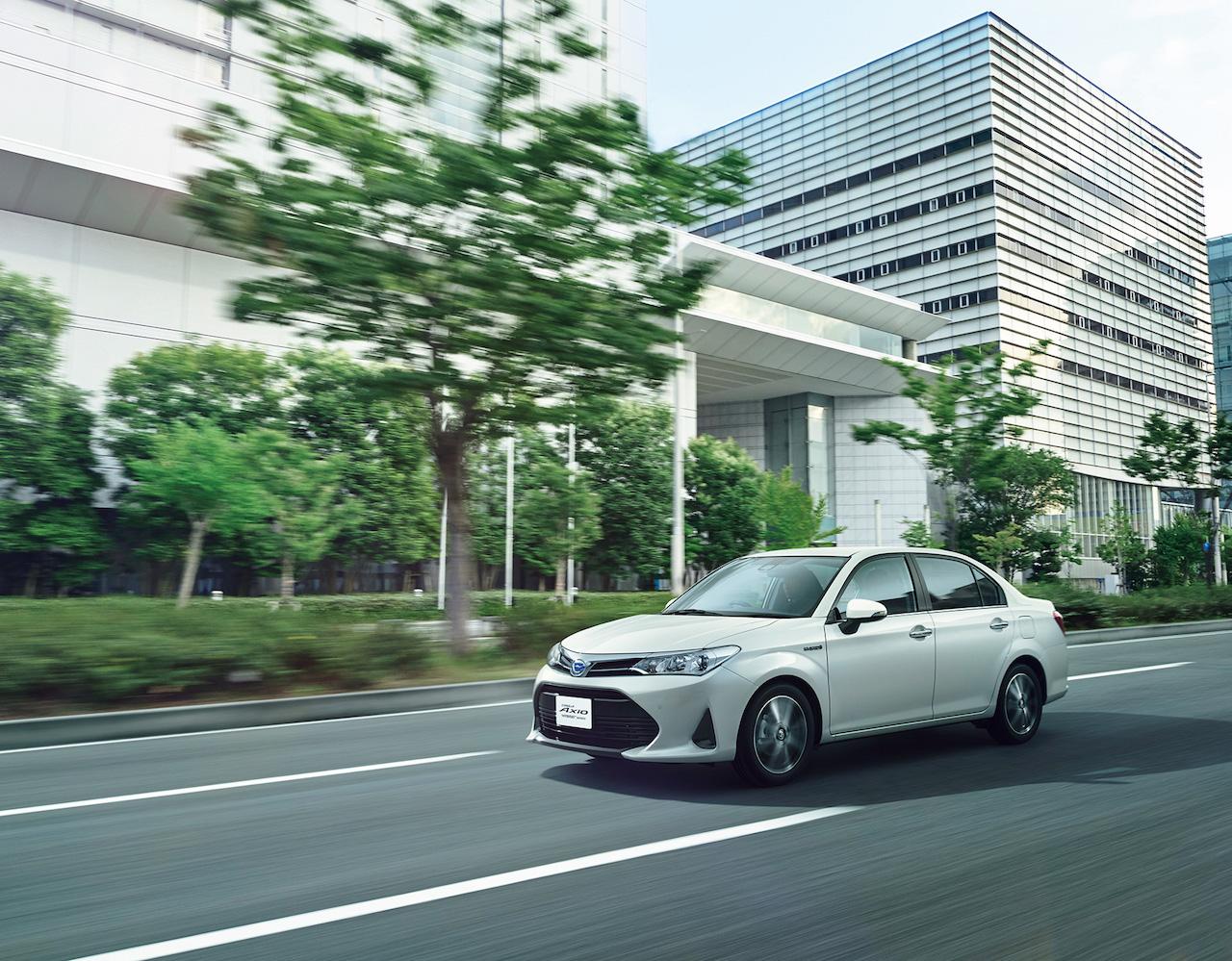 2018-Toyota-Corolla-Axio-front-three-quarters.jpg
