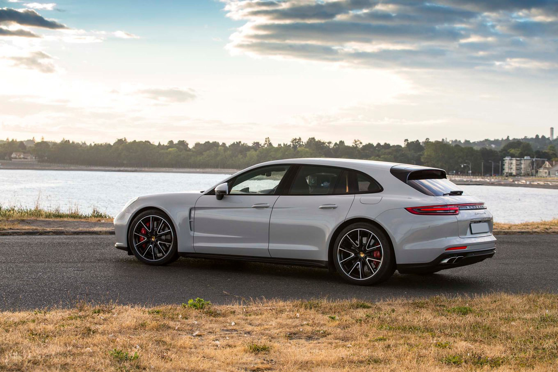2018-Porsche-Panamera-Sport-Turismo-rear-side-1.jpg