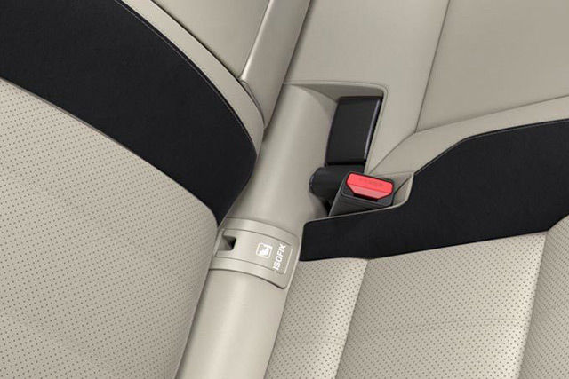 ISOFIX points in the rear seats of Range Rover Velar make it easy to install child seats