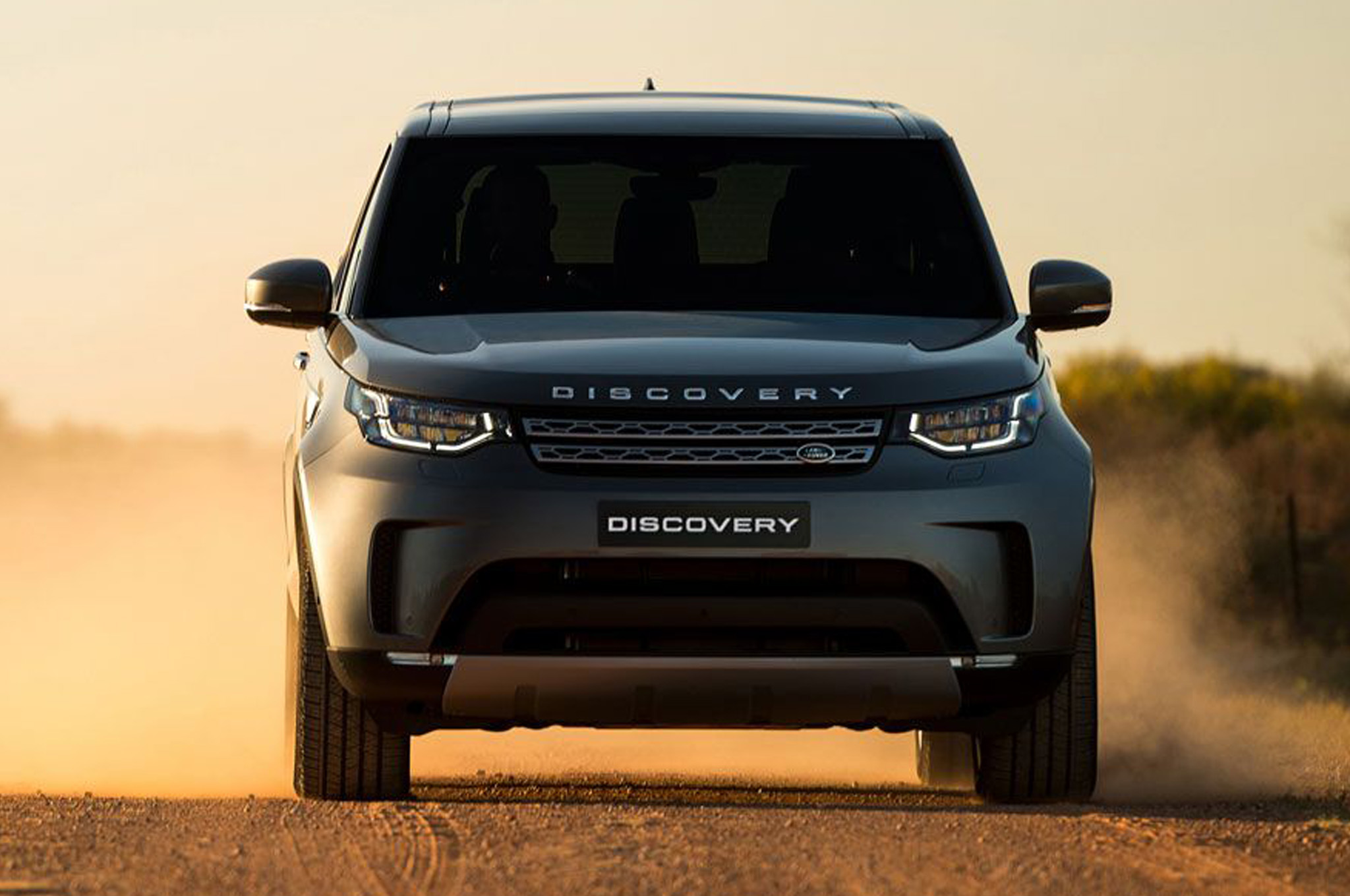 2018-land-rover-discovery-td6-front-view.jpg