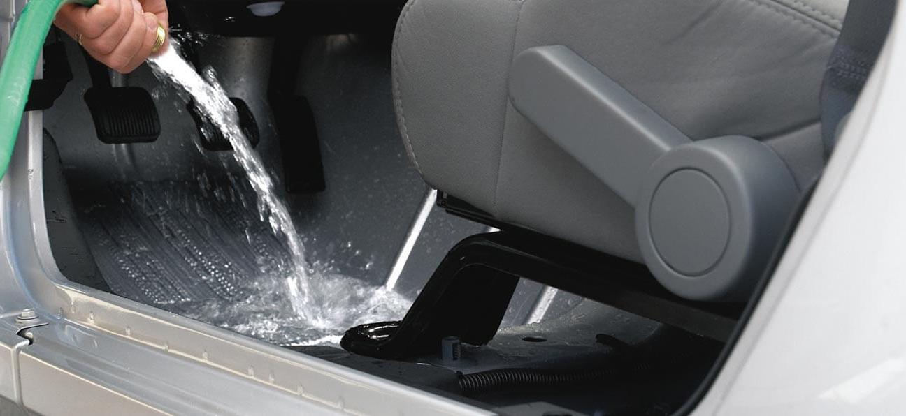 Washable interior drain plug