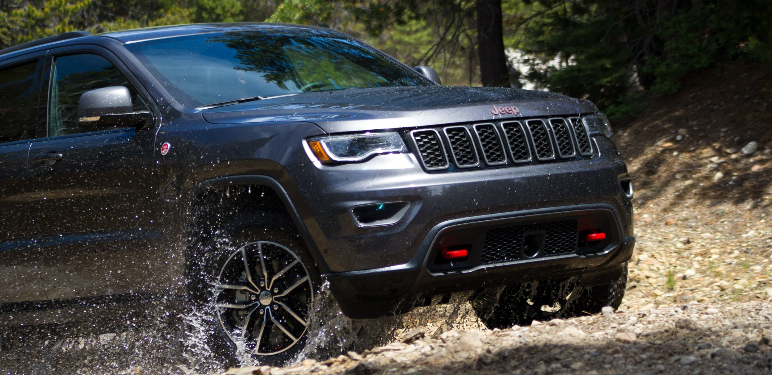 Rain-sensing wipers and rain brake support, you won't have to think about the weather.