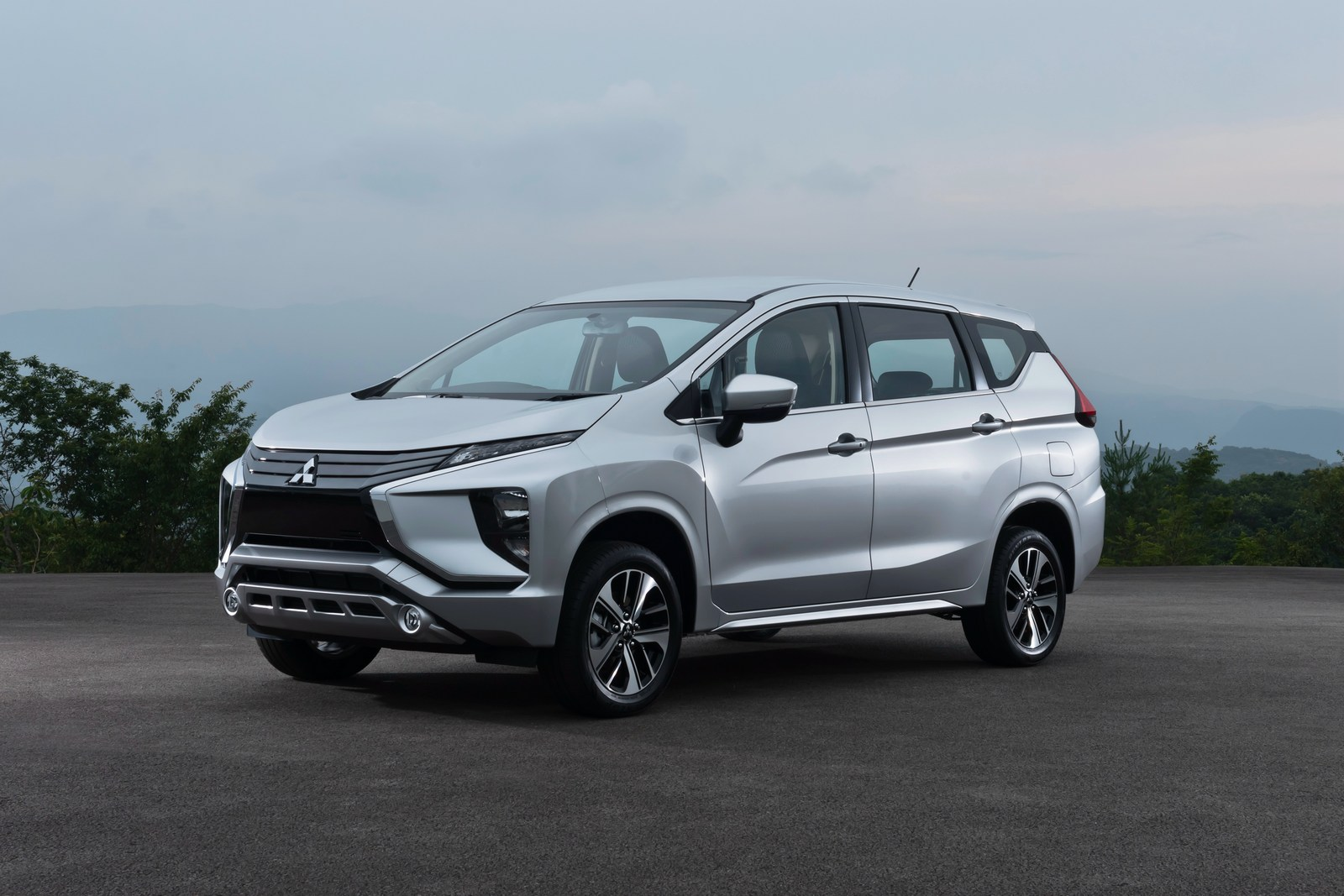 2018-mitsubishi-xpander-looks-like-it-came-from-outer-space-119720_1.jpg