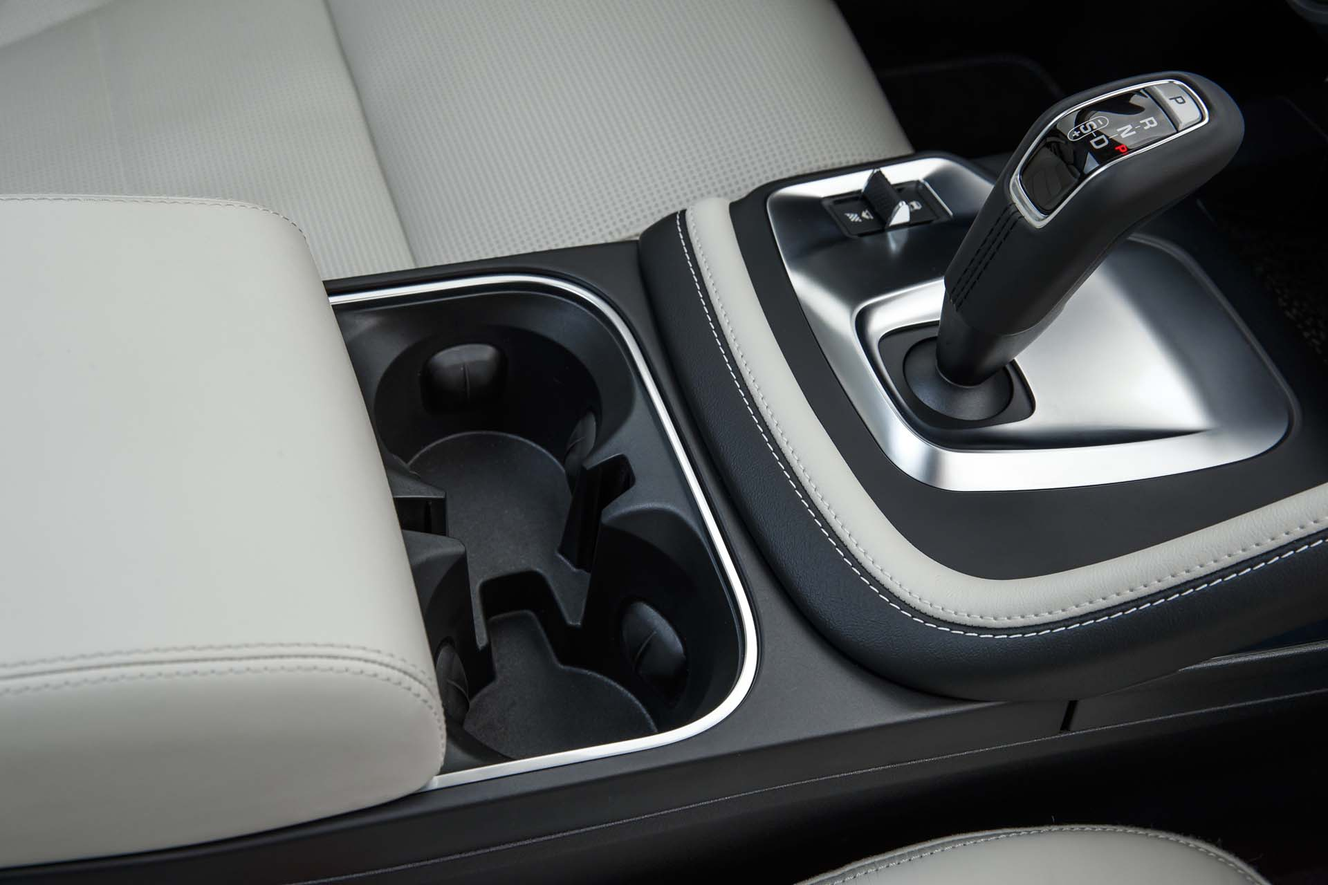 The Deep Centre Console with Removable Cupholders