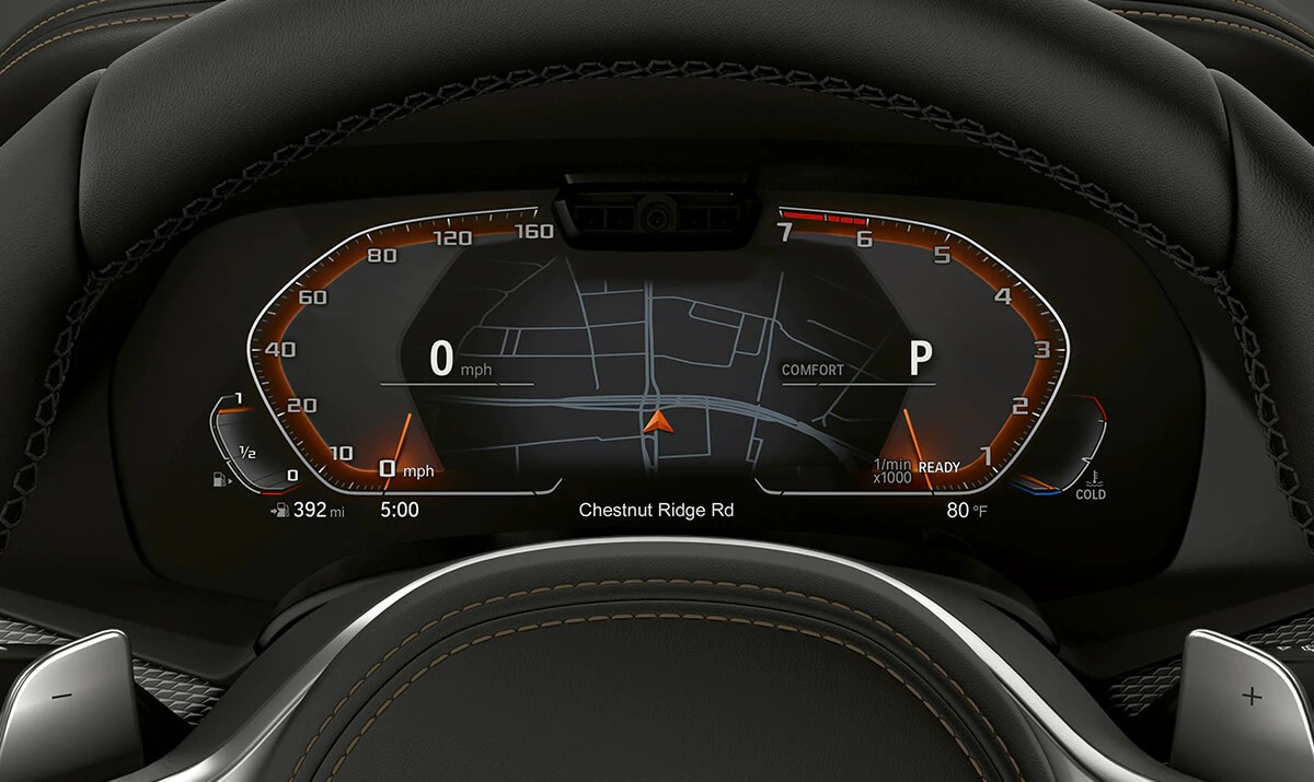12.3-inch Digital Instrument Cluster easily displays BMW Navigation right where you can see it best.