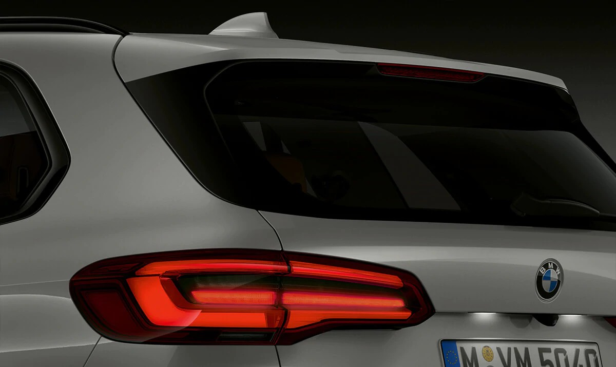 Redesigned LED taillights provide a slimmer, cleaner rear appearance – and leave onlookers wanting more.