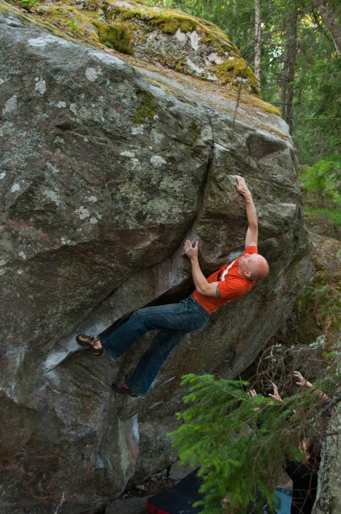 "David Dahlin on the high quality boulder  ""Kolossus"" 6C  in Knutby. Photo by Joakim Tunje"