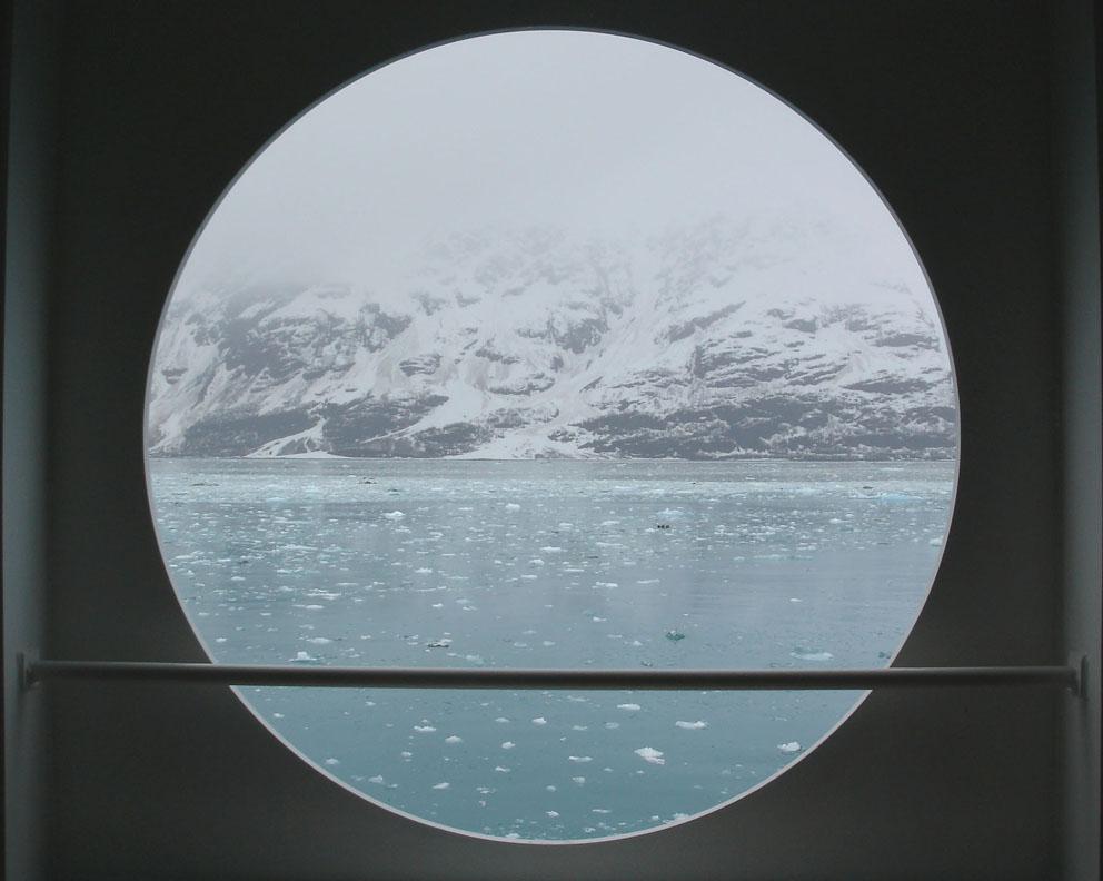 Alaska Treibeis durch Bullauge von Astrid.JPG