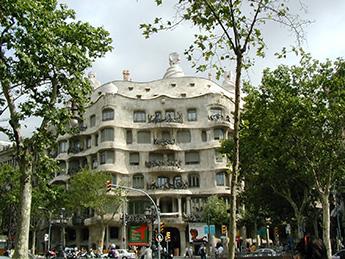 Barcelona_Gaudi_Haus.jpg