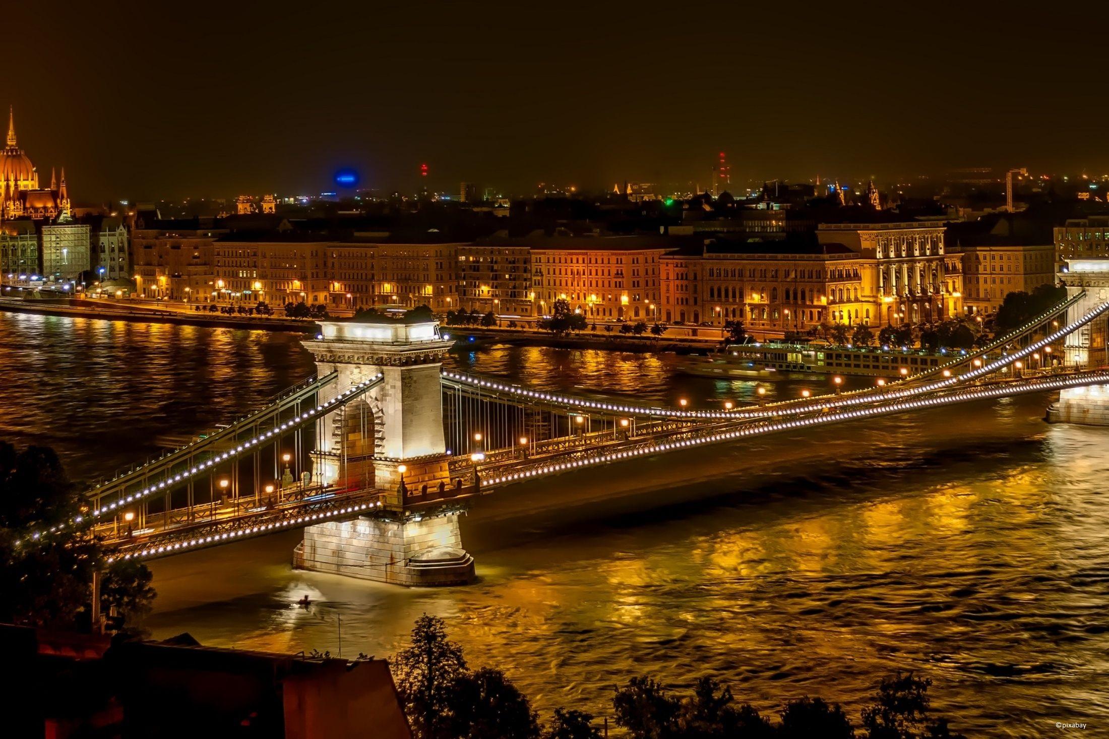 Budapest bei Nacht von pixabay.jpg