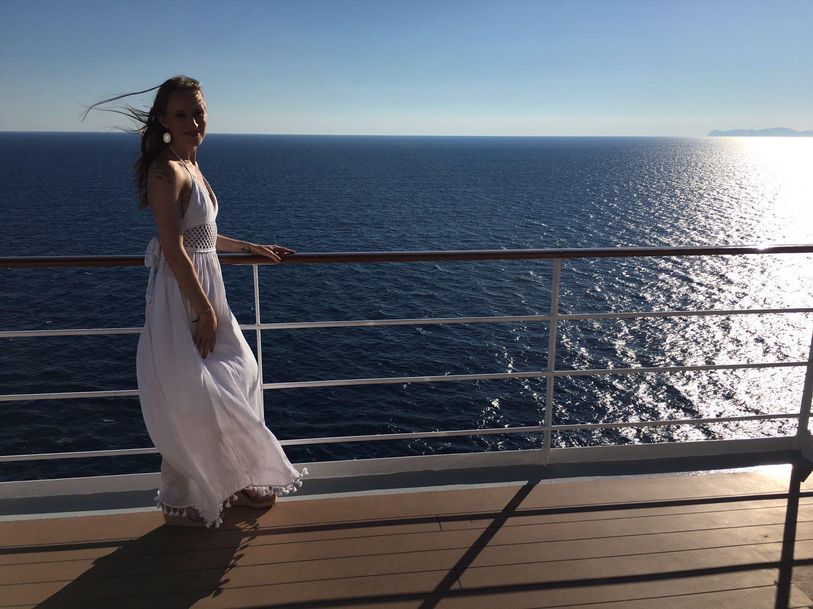 Lady_Reling_weißes Kleid.jpg