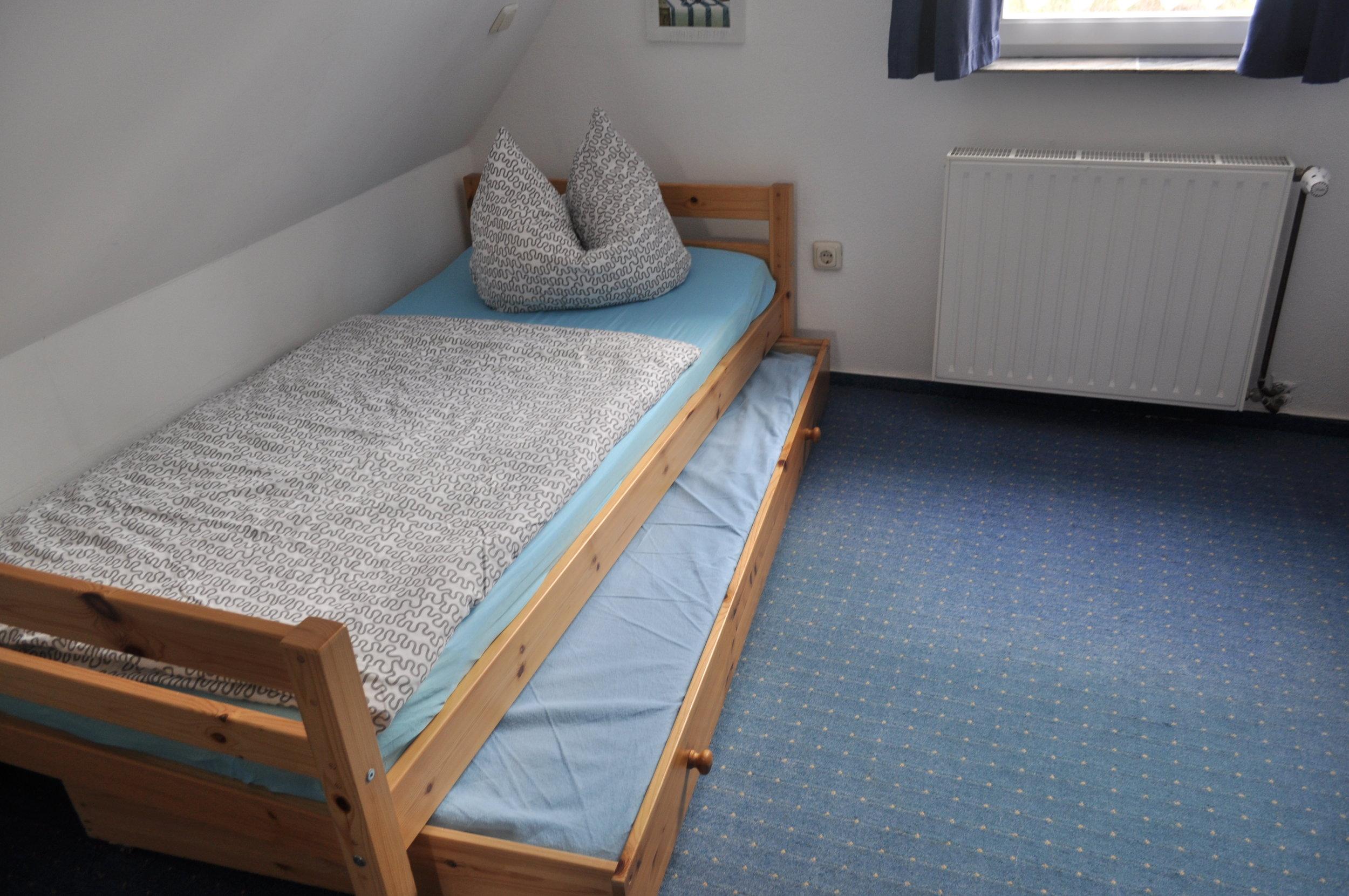 2. Schlafzimmer 2 Einzelbetten mit einer Aufbettung möglich