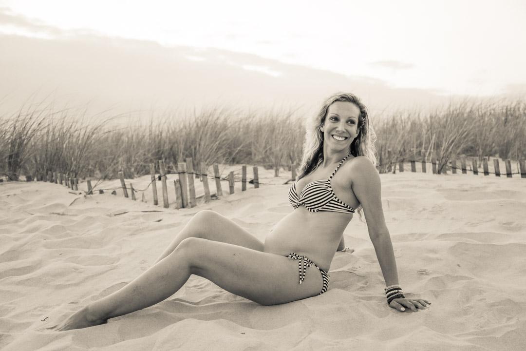 rachel_preg-beach1-9865.jpg