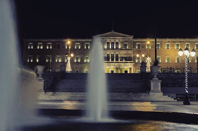 Located in front of the Old Royal Palace, now housing the Greek Parliament, Syntagma square is the political and commercial heart of Athens. . . . . . . #travel #travelgram #athens #walkingtour #history #square #night #athensnightowls #bestoftheday #picoftheday #photography #instatravel #tour #nightout #traveling #bestpic #travel_greece #wanderluster #travelblogger