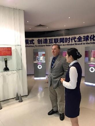 David visits Haier Exhibition Center