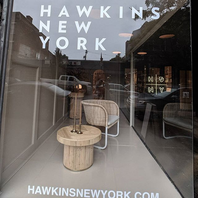 Window shopping ✨ Through our weekend wonderings we discovered this dreamy store & brand.  @hawkinsnewyork • • • • • • • • • • • • • •  #interiordesignblog #interiorinspo #interiors123 #designblog #iginteriors #designlife #creativestudio #designstudio #decor #persuepretty #interiordesign