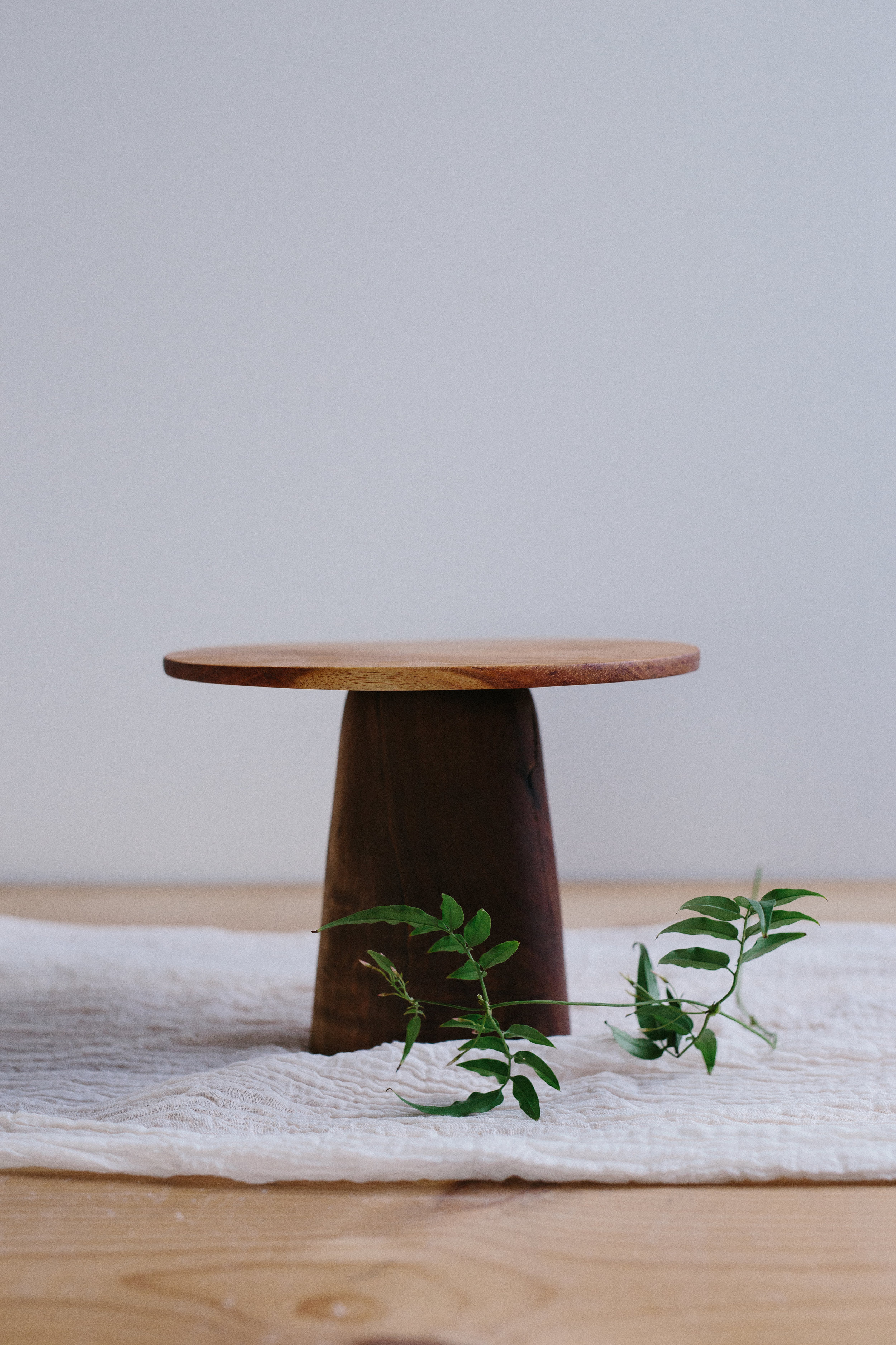 WOODEN MODERN STYLE CAKE STAND // $15