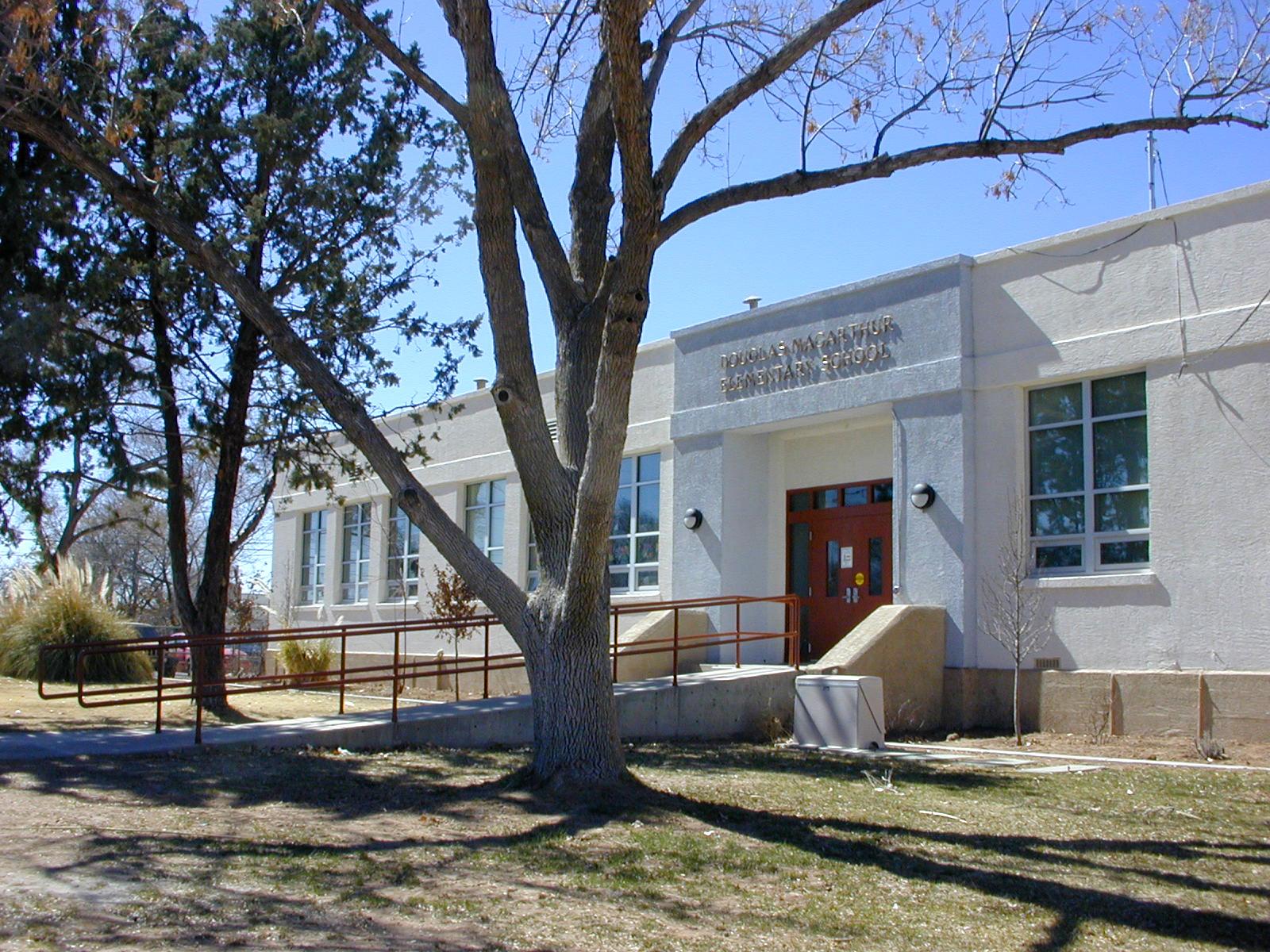 MacArthur_Elementary_School_01.jpg