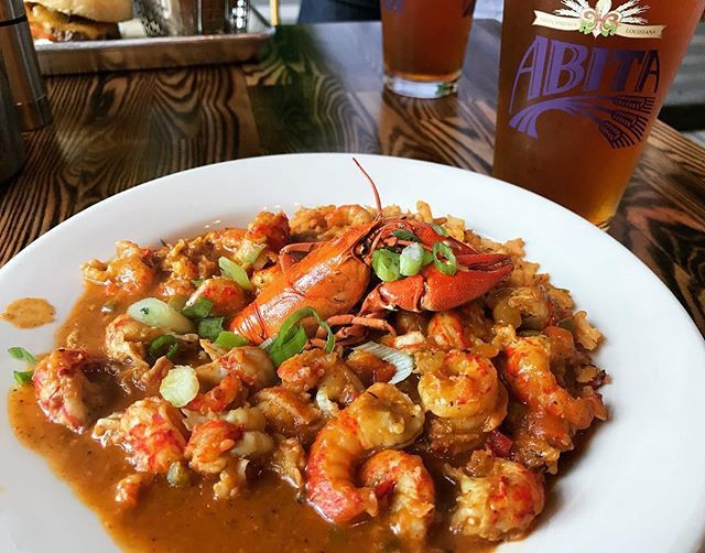 Gator's Crawfish Étouffée and a beer! #repost from @itsjshack #gatorscreolefriends