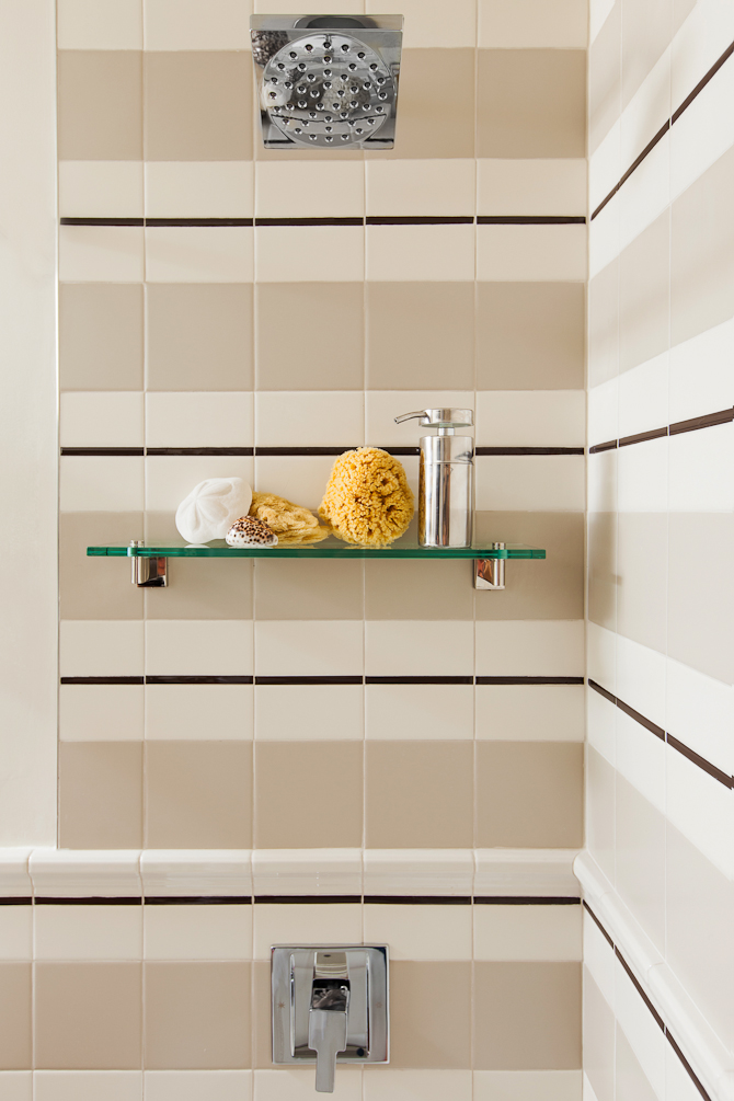 THIS LOOK IS ACHIEVED    WITH SIMPLE SUBWAY TILE,    4X4'S AND A LINER