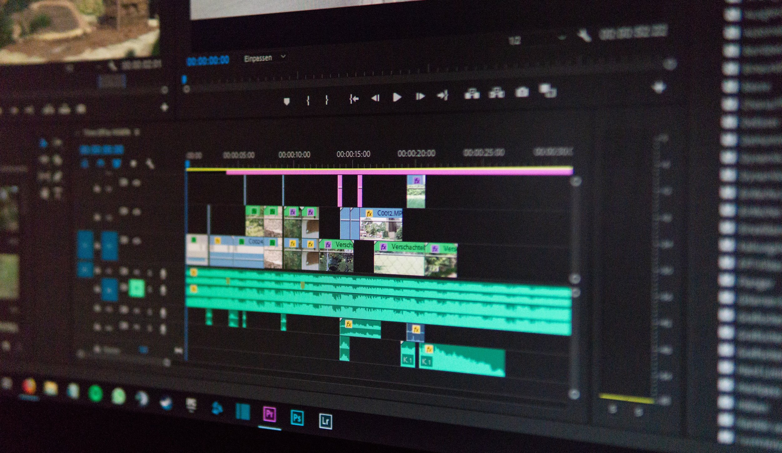Editing - Wether your performances range from a stand up bit at a bar to an international commercial, Chicago Demo Reel will piece together a reel that you can feel proud of.