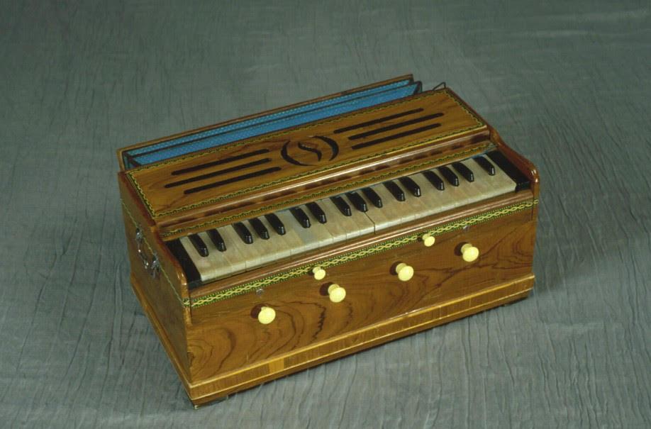 Image of a harmonium
