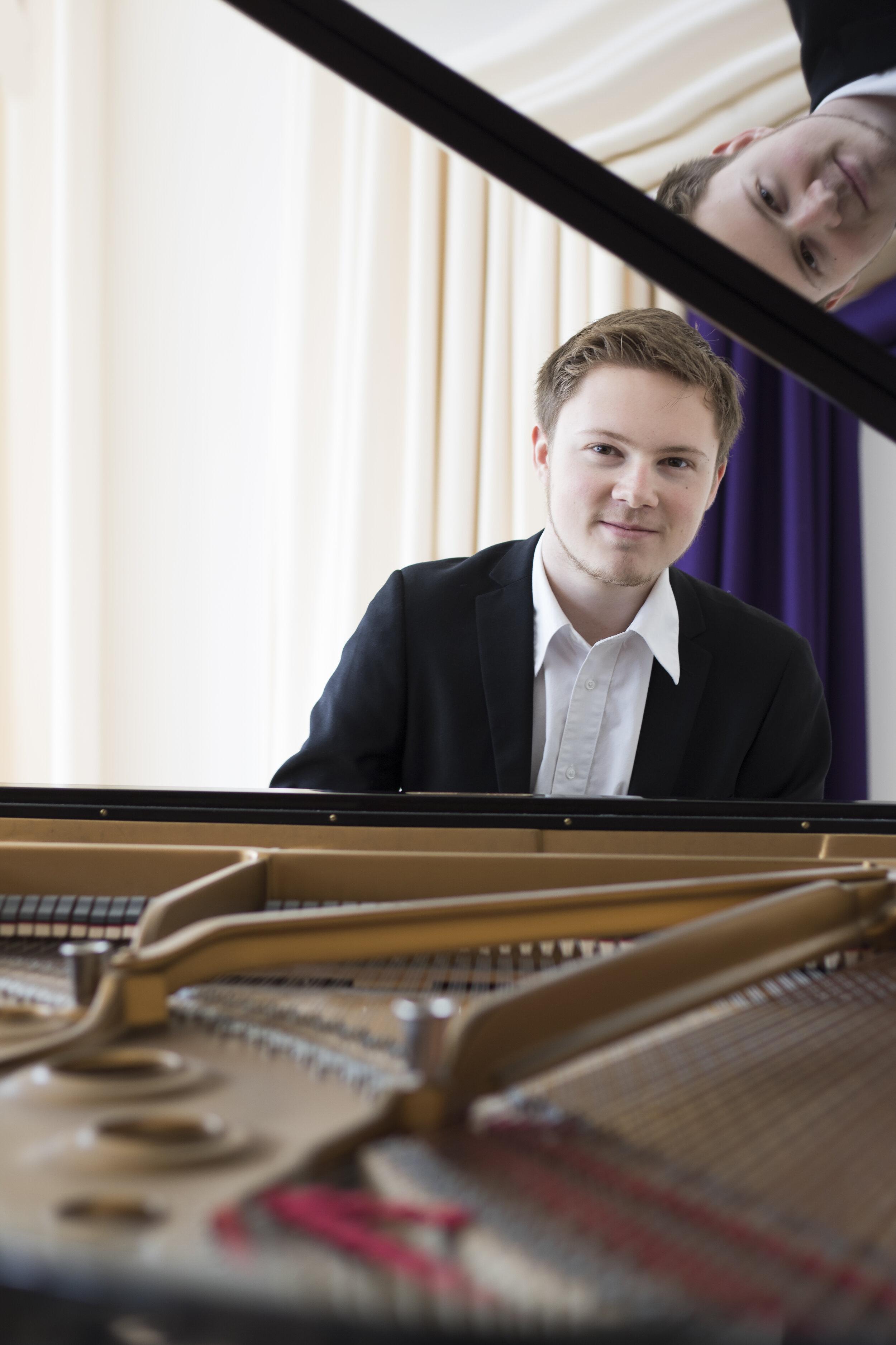 Francesco Barfoed, piano
