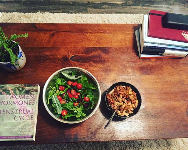 Some nights I eat fancy. Some nights I sit at the coffee table and read about hormones. #balance . Do what feels right for you! . . . . #womenshealth #nutrition #healthyfood #recipes #salad #pasta #dalio #nutritionist #healthyeating