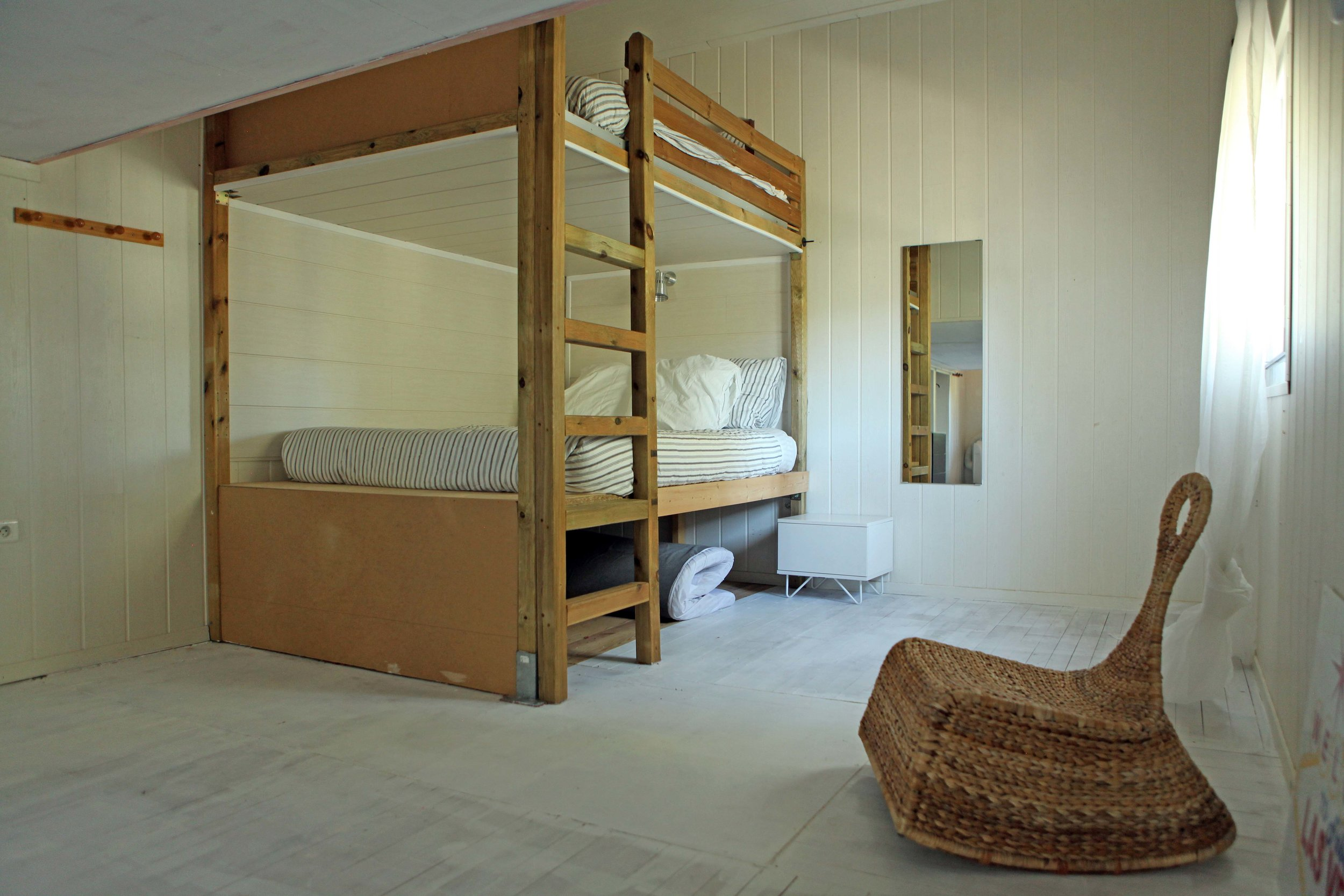 Dorm Room - 2 Queen size bunks, 2 double beds, sitting area