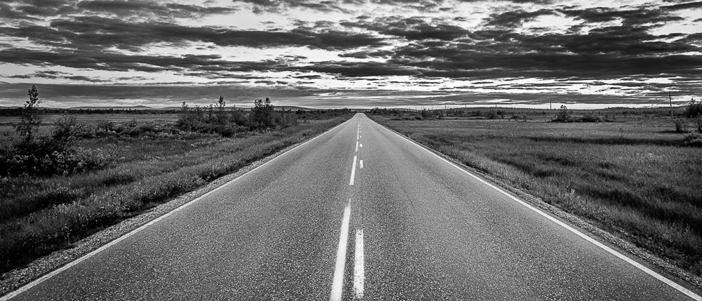 Tyhjä tie on upea näky. Uusi tulevaisuus on edessä, mitä tahansa voi tapahtua.
