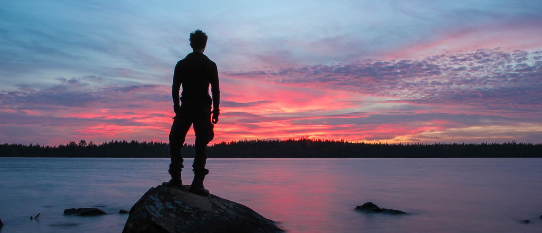Ilta-auringon kauneutta Lehtosenjärven rannassa.