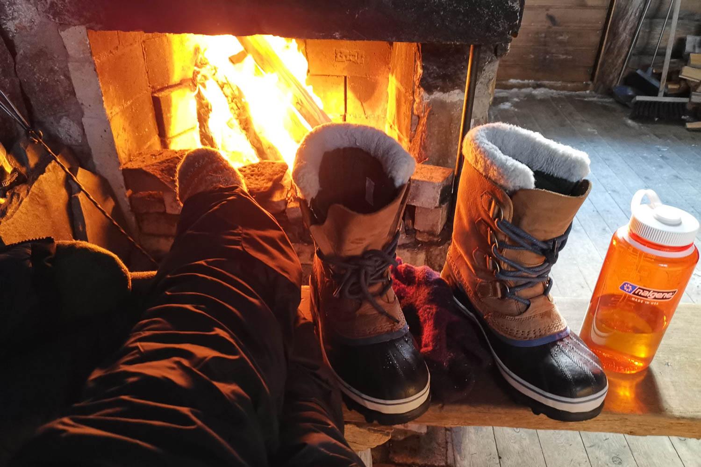 Tuli on huono isäntä, mutta erinomainen tapa lämmitellä varpaita.