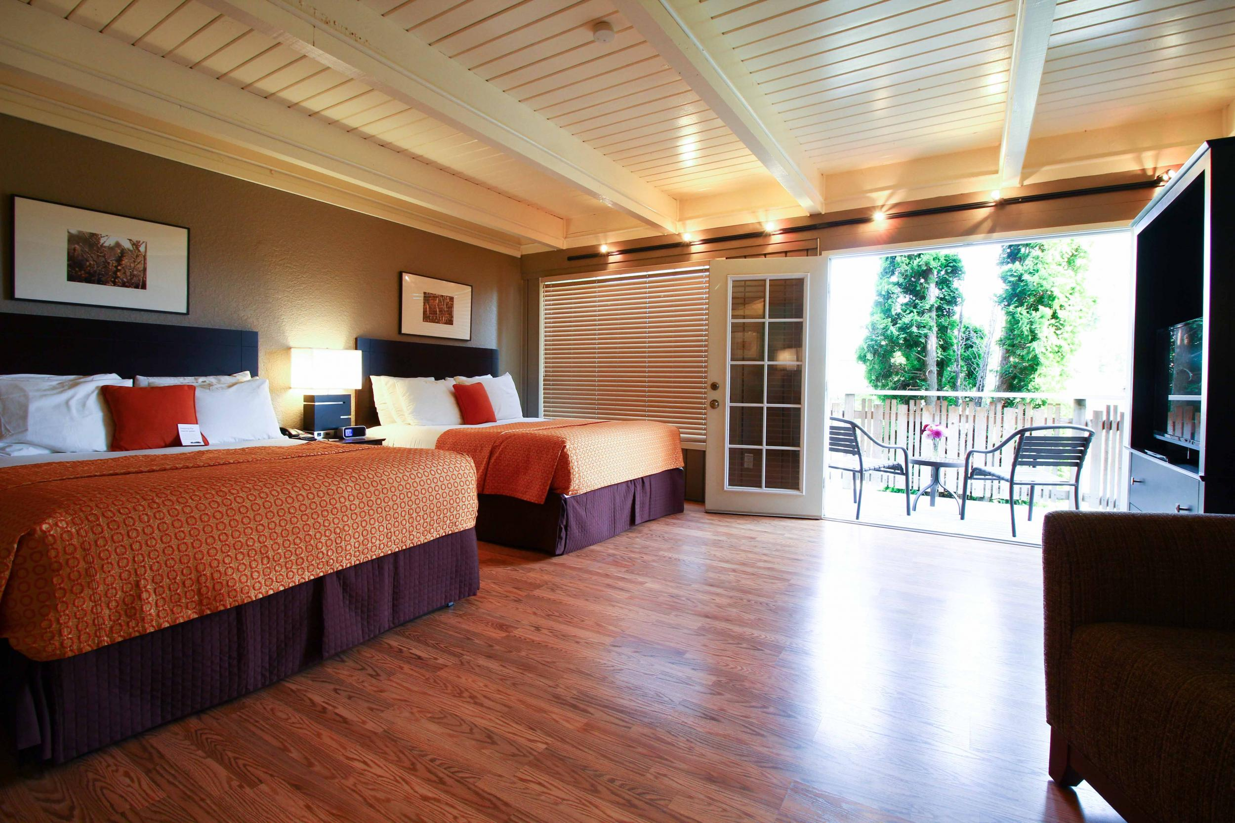 Earthbox Inn & Spa - Just four blocks away from the Friday Harbor ferry landing and in the heart of downtown, you're not far away from anything.Earthbox Inn & Spa is just one of the San Juan Island hotels but it's the only one with an indoor pool and a classic retro chic style.
