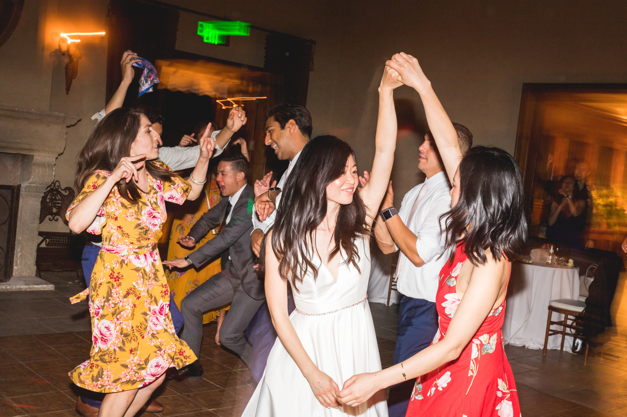 sfwedding_closlachancewinerywedding_sfweddingdancing_outofthebooth-559.jpg