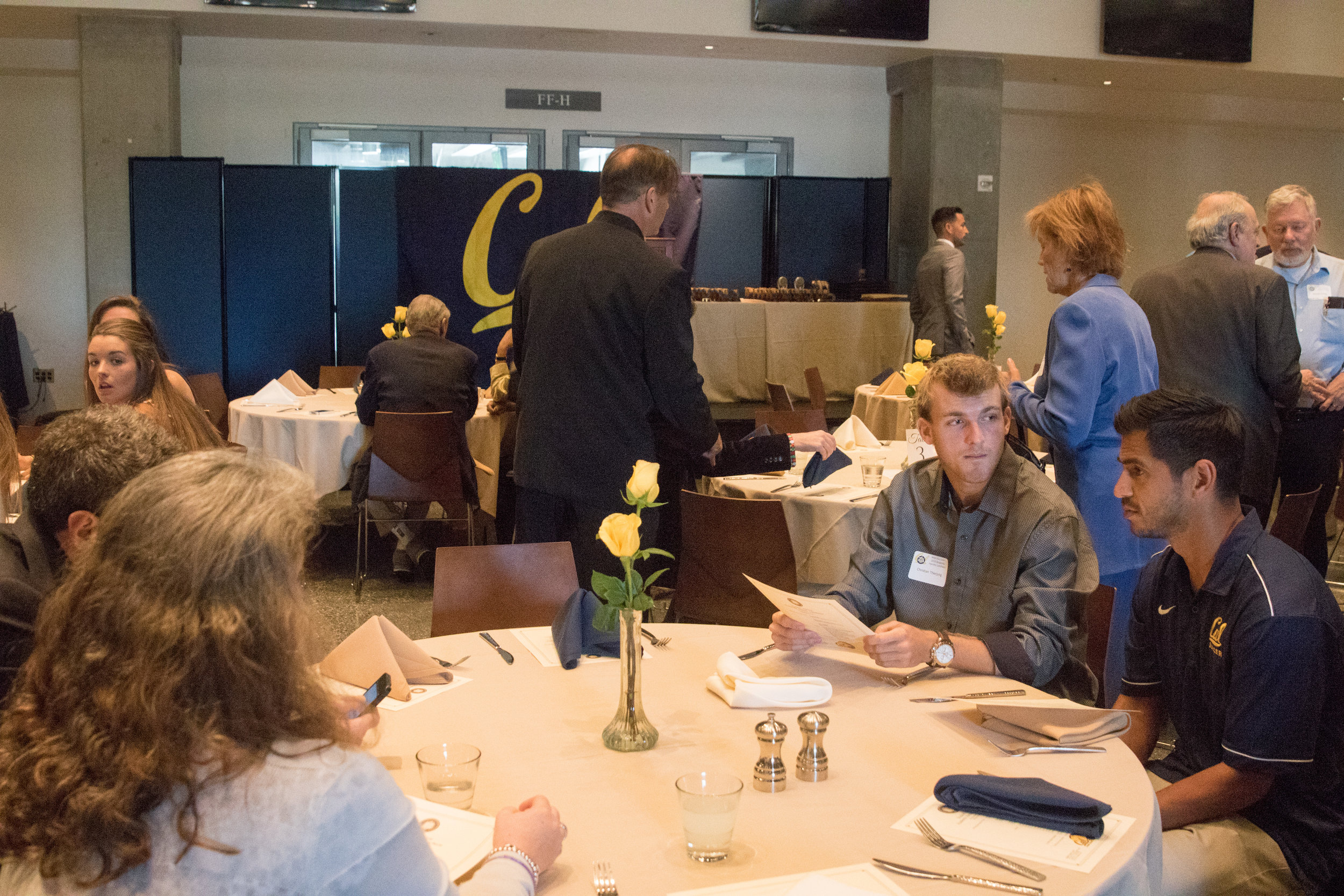 16 Honors Lunch - crowd 003-DZ.jpg