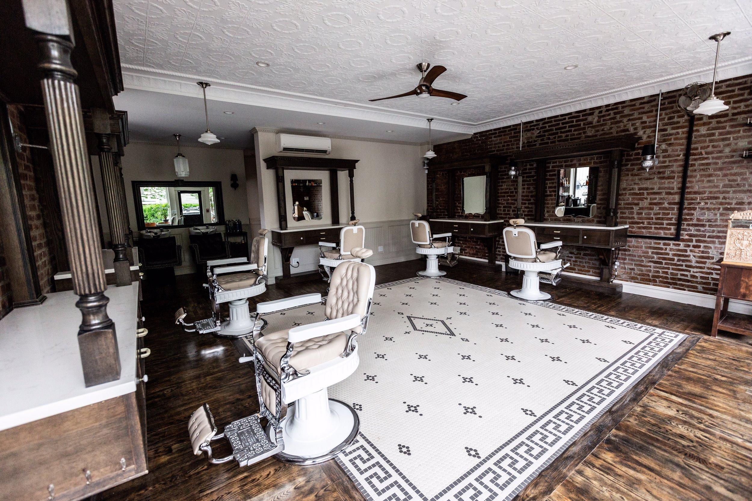 Classic Man Haircut Barbers In Monmouth Street — Virile
