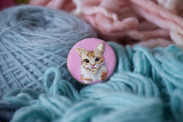 Me pareció ver una linda gatita 🐈 ☁️ . . . . #elnuevoreino #bordadoamao #bordadoamano #embroidery #miniembroidery #cat #instacat #gatitos #animalove #amorgatuno #fiberart