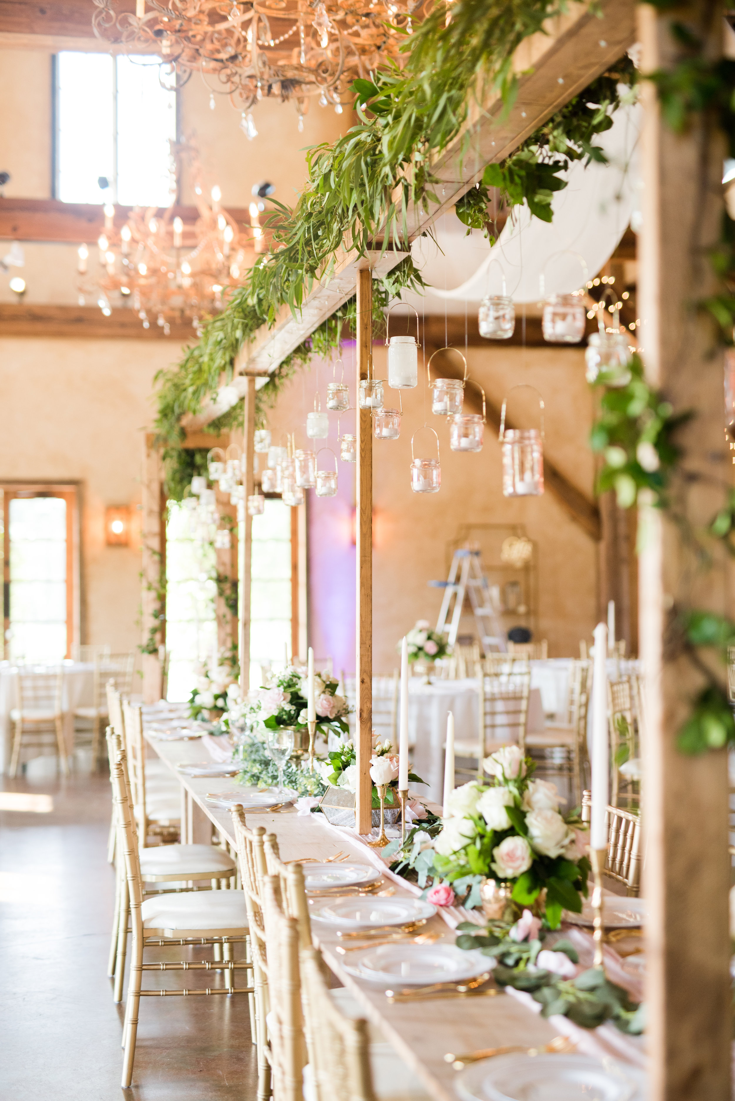 The Barn at Bridlewood wedding in Hattiesburg, Mississippi (MS) in June | Wedding Venue details, floral arrangements, bridal party seating, bridal party table